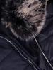 Płaszcz damski z pikowanej tkaniny z futerkowym kołnierzem 30647