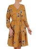 Rozkloszowana sukienka z tkaniny, kreacja z gumką w pasie i falbaną 24619