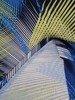 Sukienka w geometryczny wzór, prosty fason z dekoltem w serek 25728