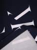 Sukienka w napisy, prosty fason z dekoltem w serek 28807